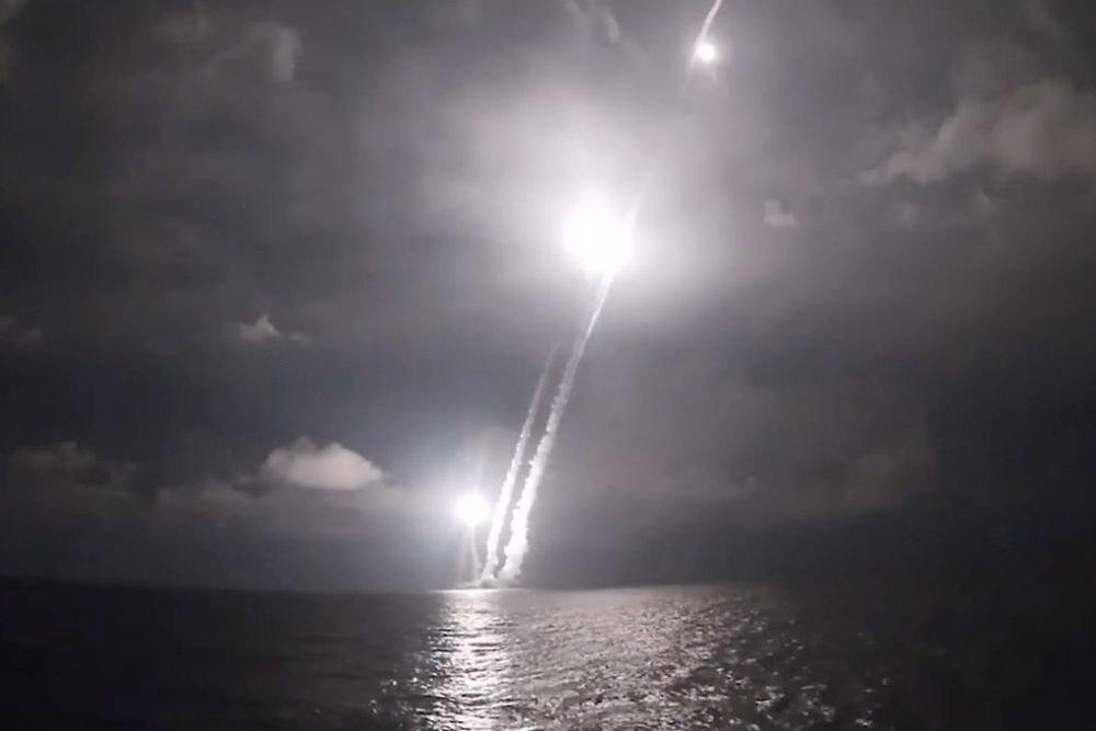 """Popular Mechanics оценил пуск четырех российских ракет """"Булава"""""""